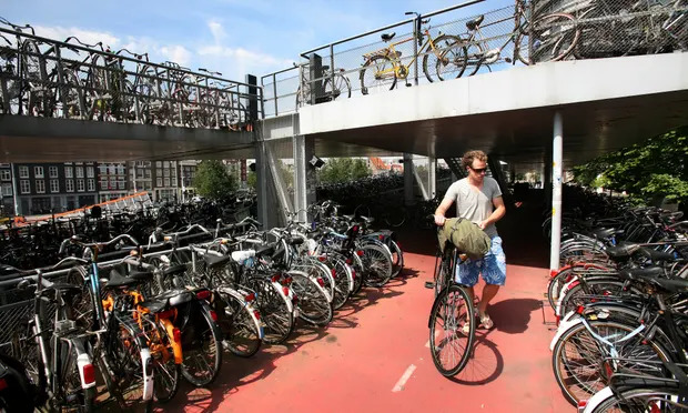 Bikes put spanner in works of Dutch driverless car schemes